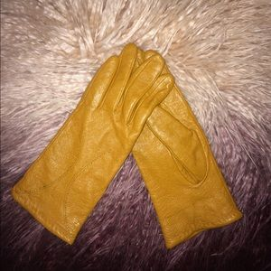 Accessories - Leather mustard color gloves